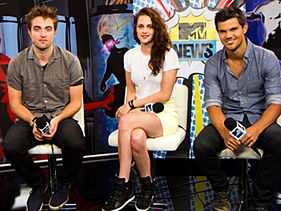 "Robert Pattinson, Kristen Stewart and Taylor Lautner during MTV News' ""Breaking Dawn"" Comic-Con live stream"