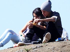 Selena Gomez and Justin Bieber have a picnic at Griffith Park in Los Angeles on Wednesday